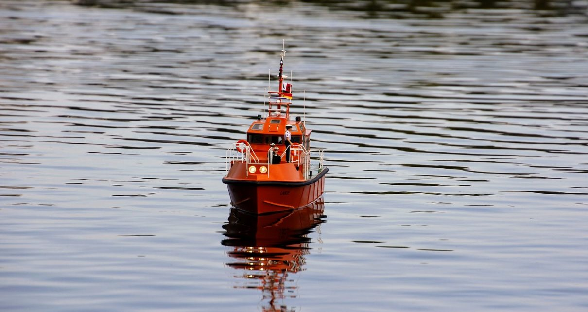 Aquarius Migrant Ship Calls on Europe for Help, Sails to Marseille