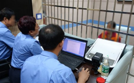 Shanxi police are interrogating in a detention house.